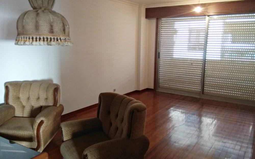 Gran piso de 3 dormitorios en el centro de Tomiño, refórmalo y estrénalo tú mismo